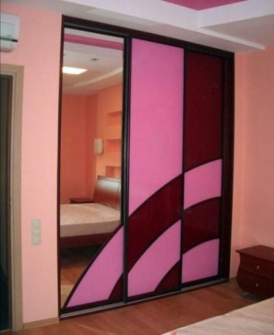 Двери-купе с зеркалом и цветной пленкой ORACAL